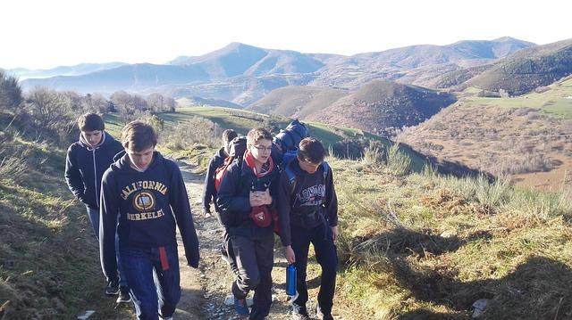 hiking-743921_640